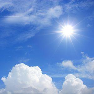 太陽と青空のイメージ画像